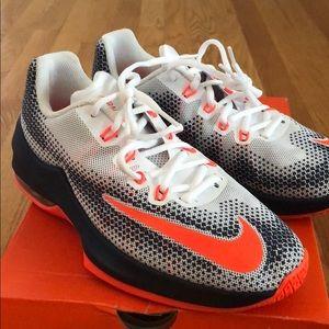 NEW! Boys Nike Air Max Infuriate 6Y